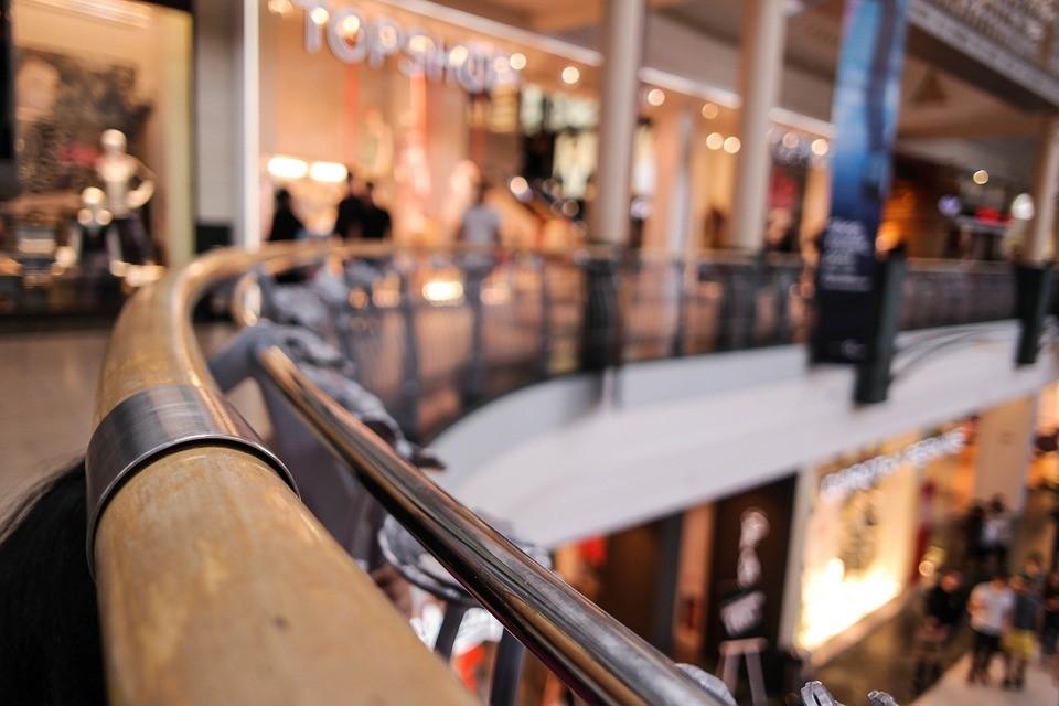 corrimao-de-vidro-laminado-escadas-seguranca