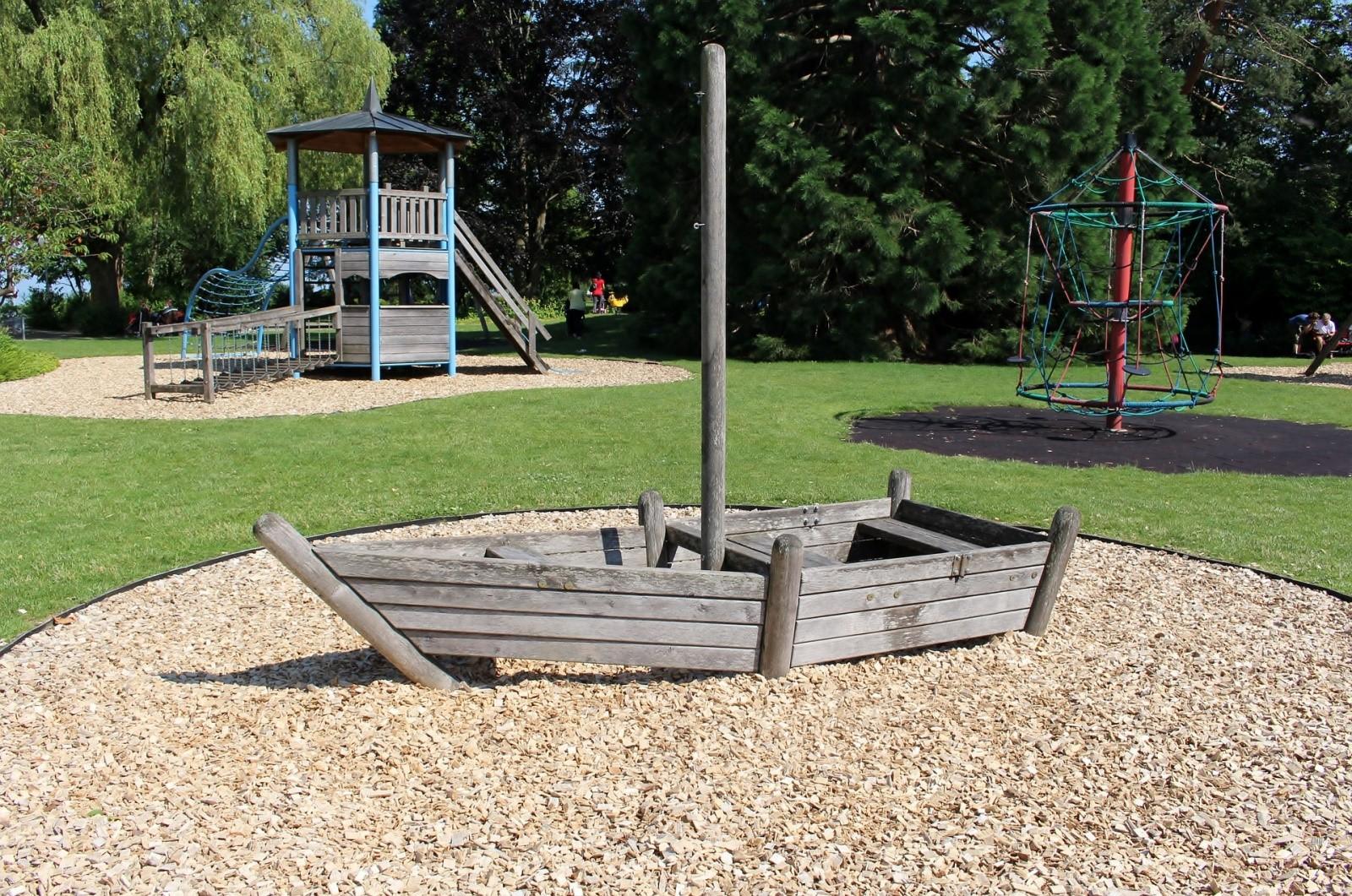 grama-sintetica-para-playground-parque-brincadeira