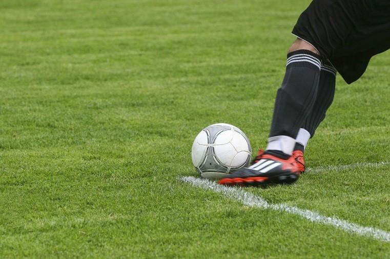 grama-sintetica-esportiva-campo-futebol
