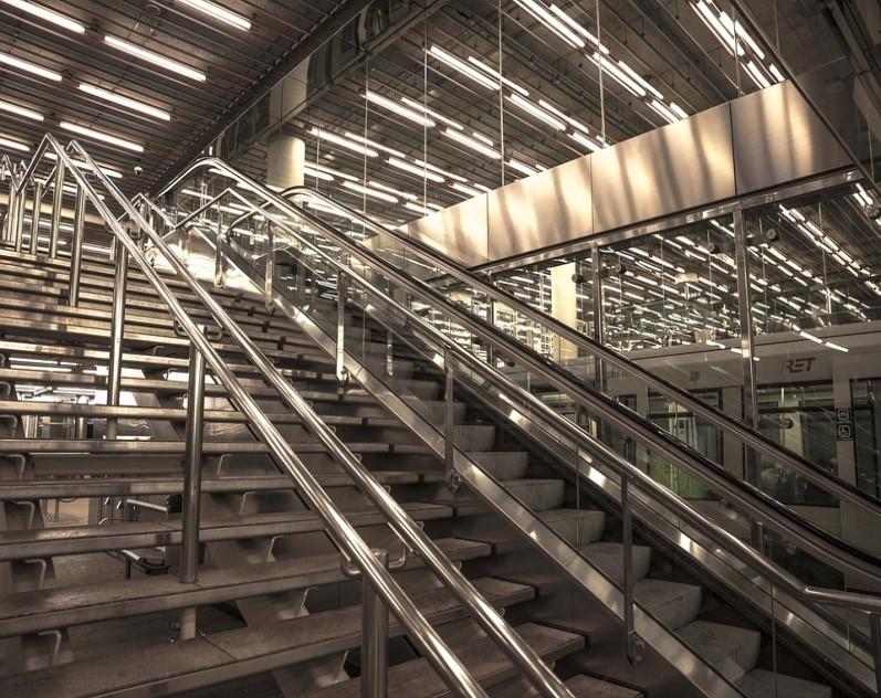 corrimao-de-aluminio-metal-escada