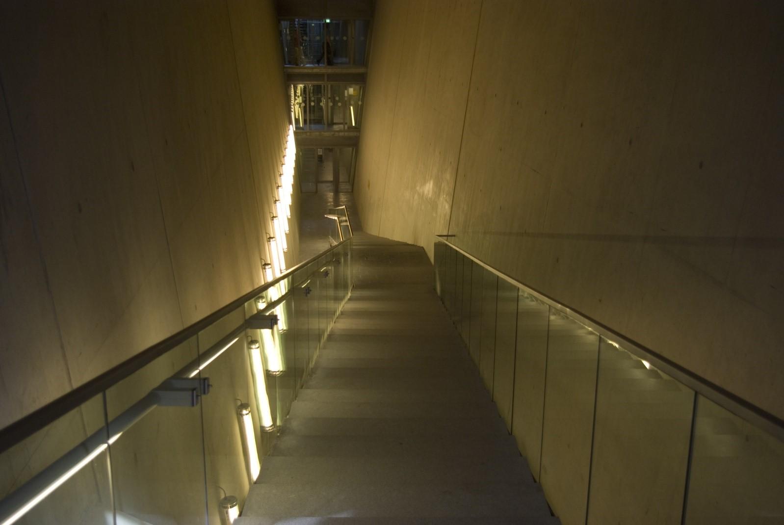 guarda-corpo-de-inox-corrimao-vidro, seguranca-escadas