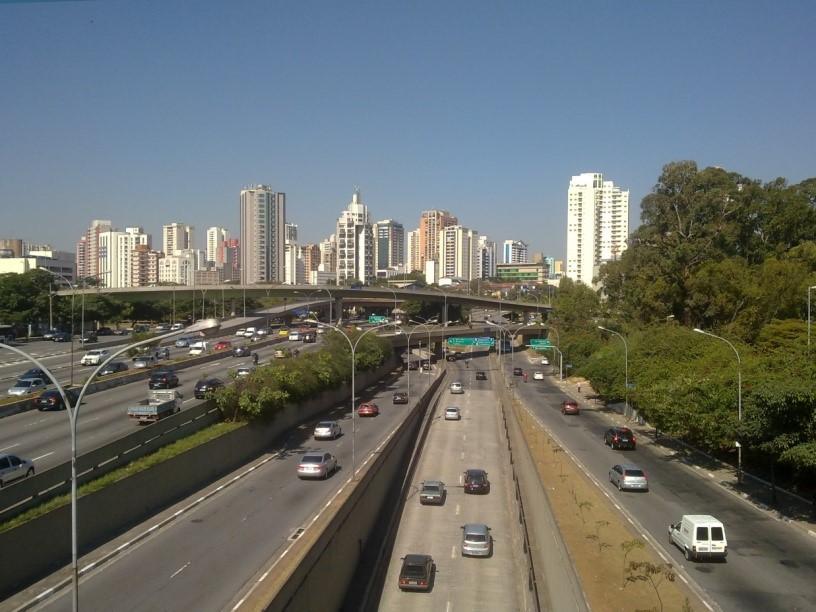 transporte-de-mudancas-em-moema-estrada-bairro
