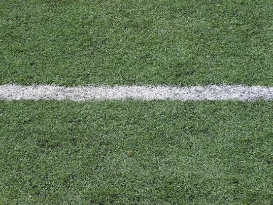 fabrica-grama-sintetica-em-sp-bola-futebol