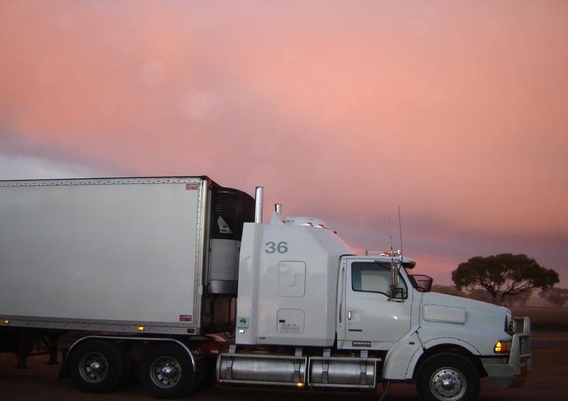 caminhão-de-mudanças-comerciais-traslado-carroceria